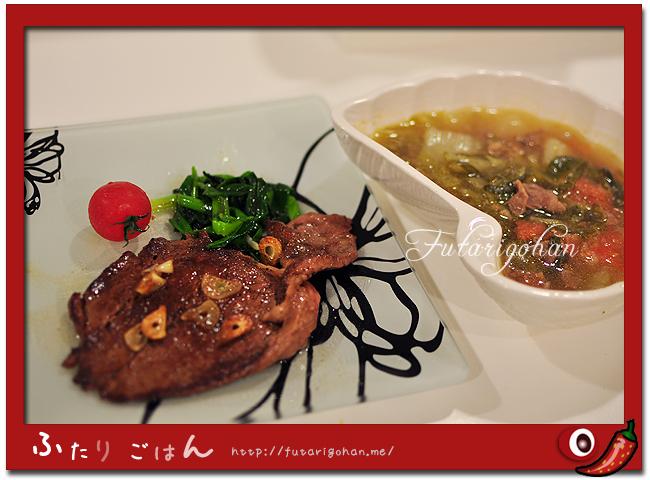 牛ステーキと牛肉と白菜とトマトのスープ